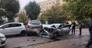 Адреналин: Шофьор блъсна пет коли при гонка с полицията в Разград